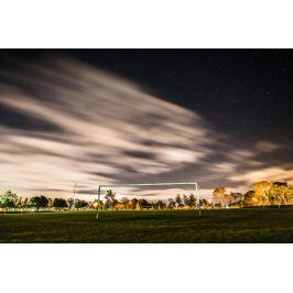 Fototapeta na ścianę roziskrzone niebo nad boiskiem  FP 5499